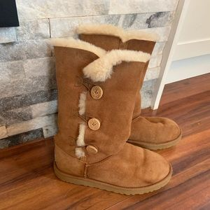 Girls UGG Bailey button boots. Girls 6/women's 7.5